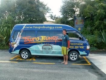 Kenji_bungy_in_taupo1