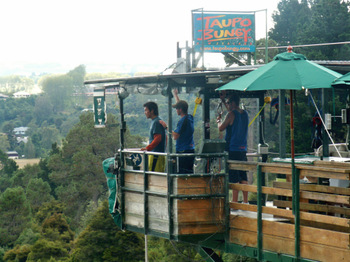 Kenji_bungy_in_taupo7