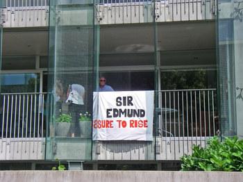 Sir_ed_funeral07