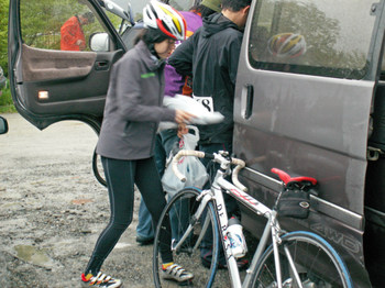 Yuko_biking_west_coast02